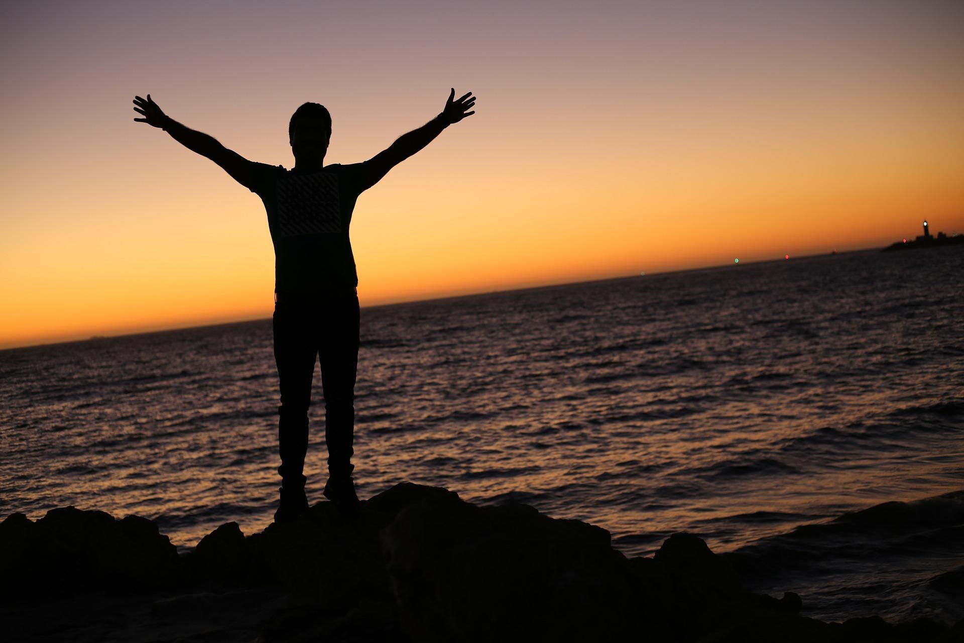 Jag lotsar dig till dina egna svar och lösningar och på det sättet blir du trygg med att de val du sedan gör blir de rätta för dig och ditt liv.